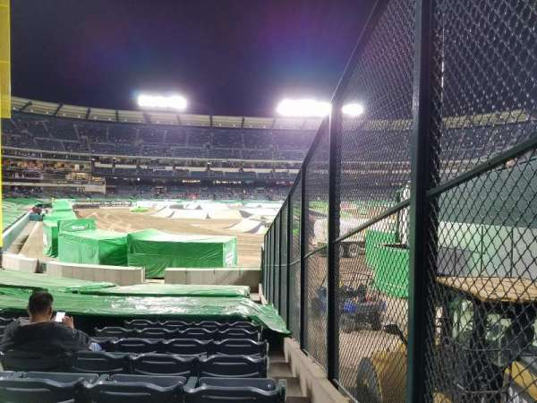 Angel Stadium, section: F135, rangée: U, siège: 18