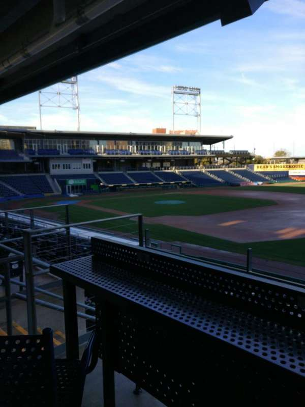 Dunkin' donuts park, section: 103, rangée: High Top Swivel Chair, siège: S12