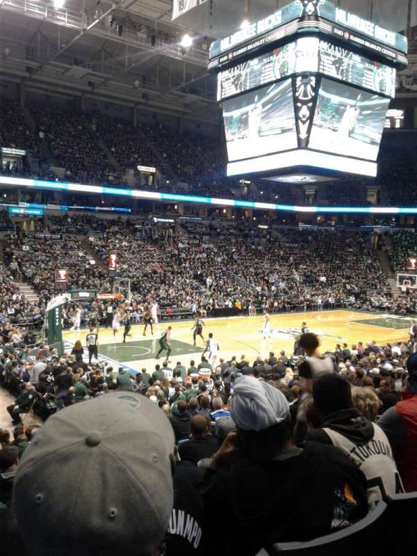 BMO Harris Bradley Center, section: 203, rangée: R