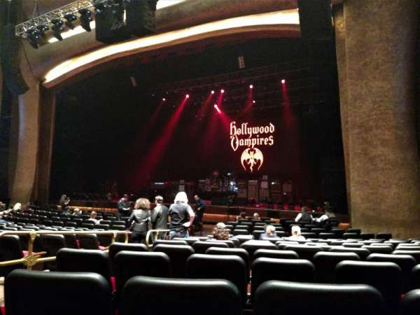 The Grand Theater at Foxwoods, section: ORCH RIGHT, rangée: R, siège: 8