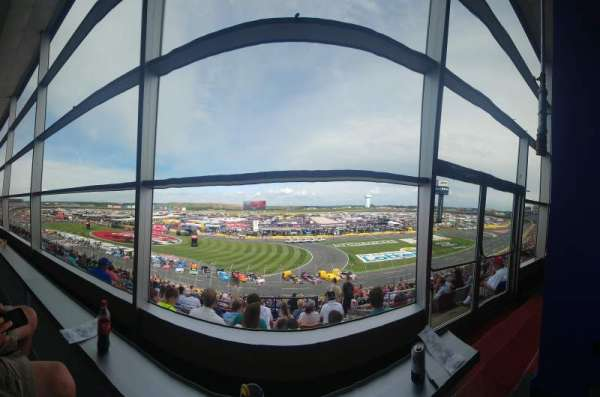 Charlotte Motor Speedway, section: Clubhouse B, rangée: 41, siège: 3