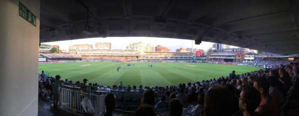 Lord's Cricket Ground , section: Grand Stand Lower Tier Block 12, rangée: 17, siège: 90