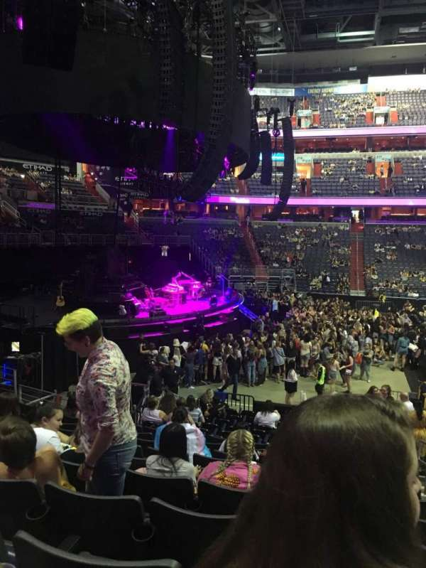 Capital One Arena, section: 120, rangée: Q, siège: 18