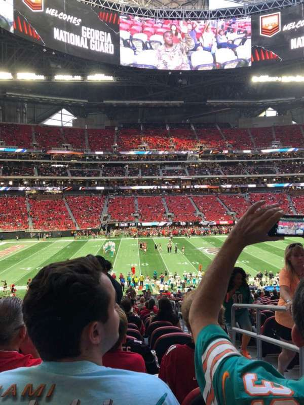 Mercedes-Benz Stadium, section: C130, rangée: 32, siège: 2