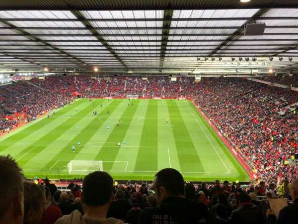 Old Trafford, section: E335, rangée: 27