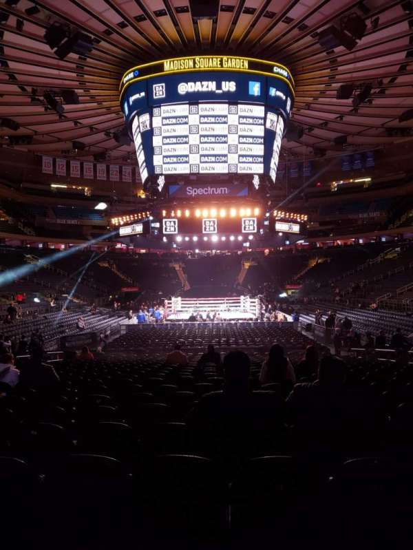 Madison Square Garden, section: 102, rangée: 6, siège: 8
