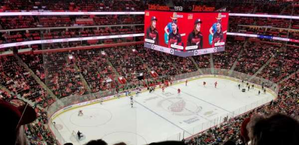 Little Caesars Arena, section: 215, rangée: 8, siège: 10