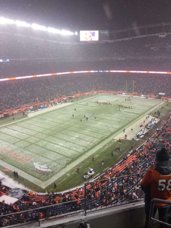 Empower Field at Mile High Stadium, section: 542, rangée: 4, siège: 1