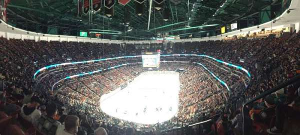 Honda Center, section: 423, rangée: Q, siège: 1