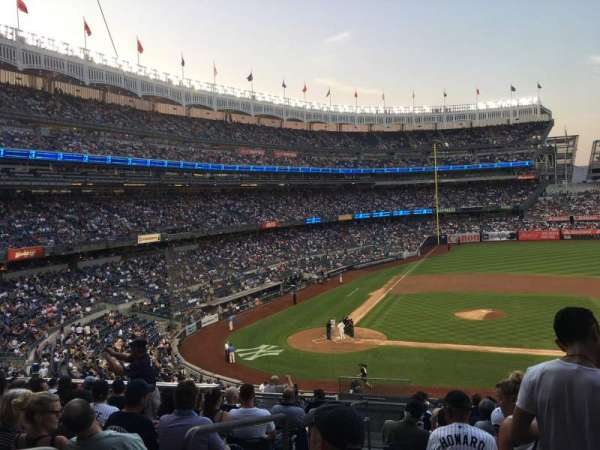 Yankee Stadium, section: 216, rangée: 12