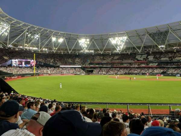 London Stadium, section: 140, rangée: 25, siège: 169
