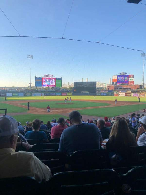Louisville Slugger Field, section: 114, rangée: V, siège: 9