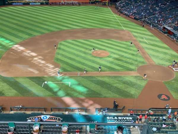 Chase Field, section: 221, rangée: 9
