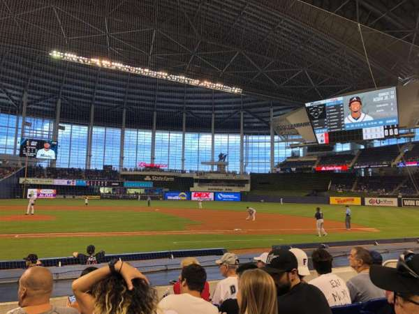 Marlins Park, section: 9, rangée: E, siège: 8