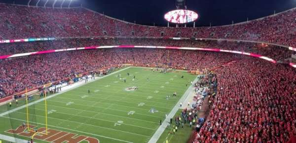Arrowhead Stadium, section: 332, rangée: 15, siège: 21