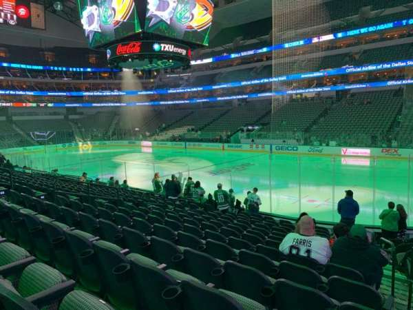 American Airlines Center, section: 104, rangée: N, siège: 1