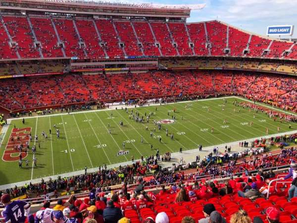 Arrowhead Stadium, section: 304, rangée: 19, siège: 16
