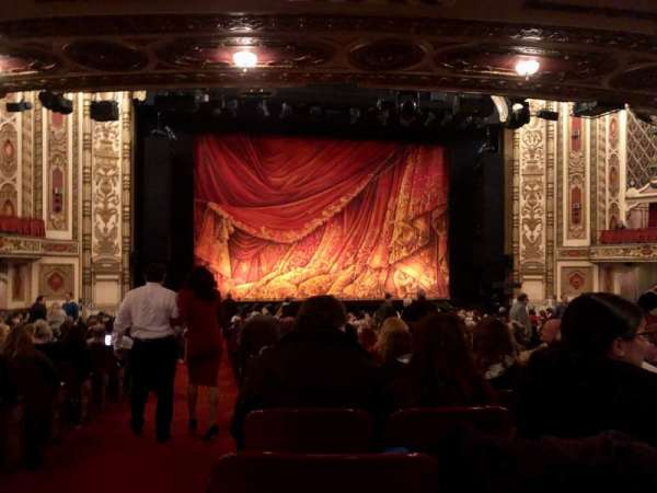 Cadillac Palace Theater, section: Orchestra C, rangée: X, siège: 101