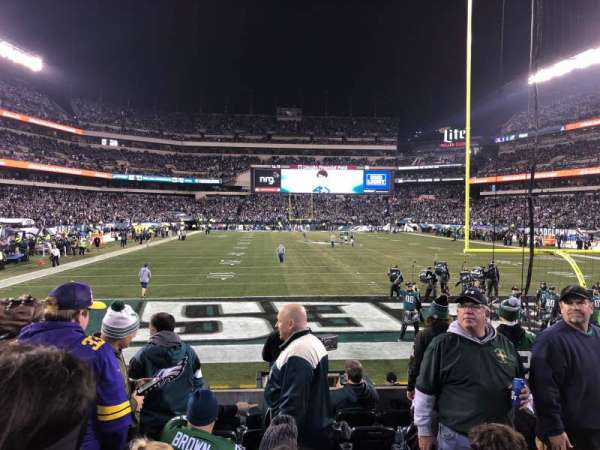 Lincoln Financial Field, section: 129, rangée: 8