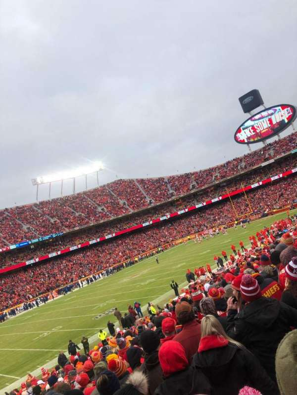 Arrowhead Stadium, section: 122, rangée: 24, siège: 26