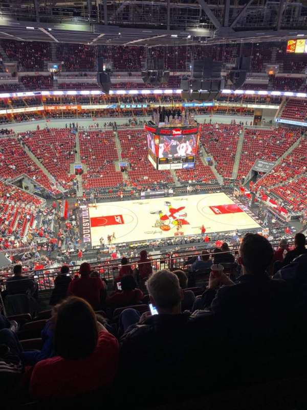 KFC Yum! Center, section: 324, rangée: M, siège: 13