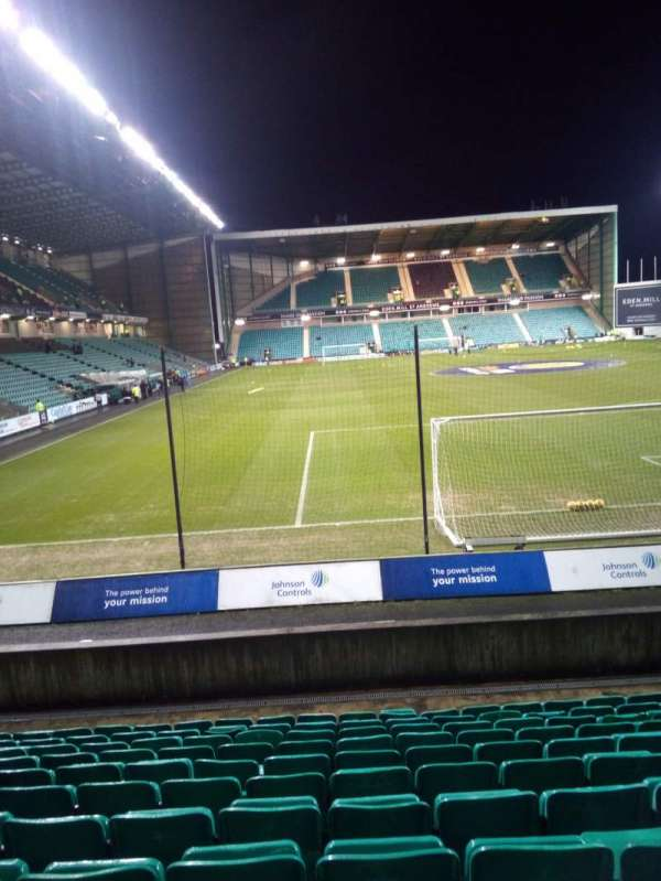 Easter Road Stadium, section: Lower Tier, rangée: L, siège: 107