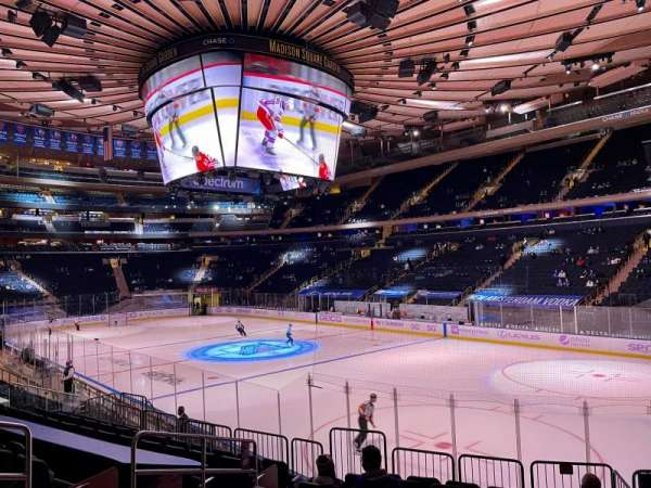 Madison Square Garden, section: 120, rangée: 12, siège: 6