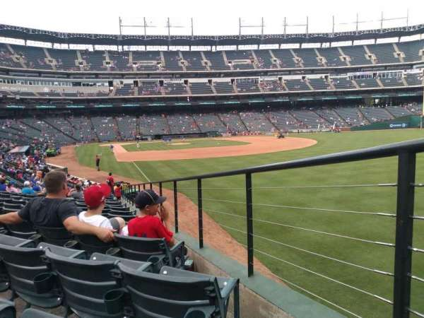 Globe Life Park in Arlington, section: 40, rangée: 19, siège: 29