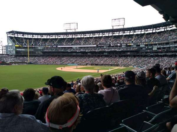 Guaranteed Rate Field, section: 153, rangée: 35, siège: 10