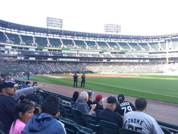 Guaranteed Rate Field, section: 115, rangée: 4, siège: 1