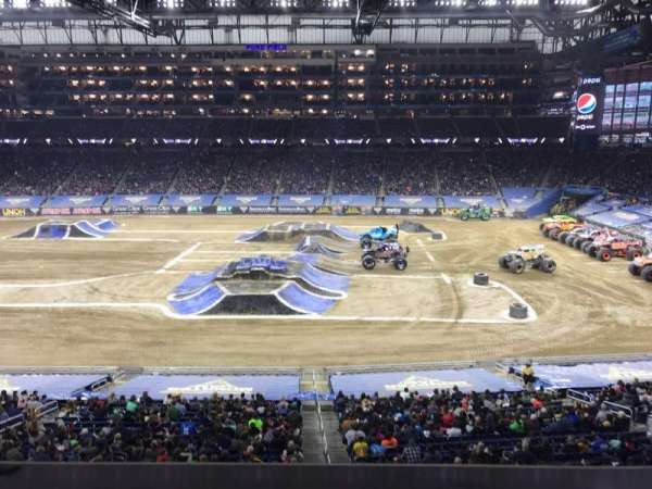 Ford Field, section: 232, rangée: 1, siège: 15