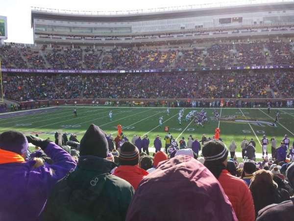 TCF Bank Stadium, section: 111, rangée: 16, siège: 7