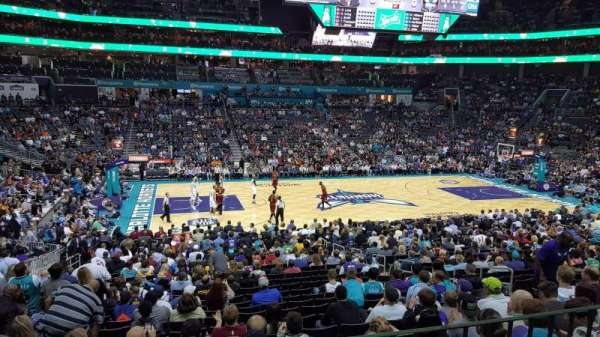 Spectrum Center, section: 106, rangée: Club Level