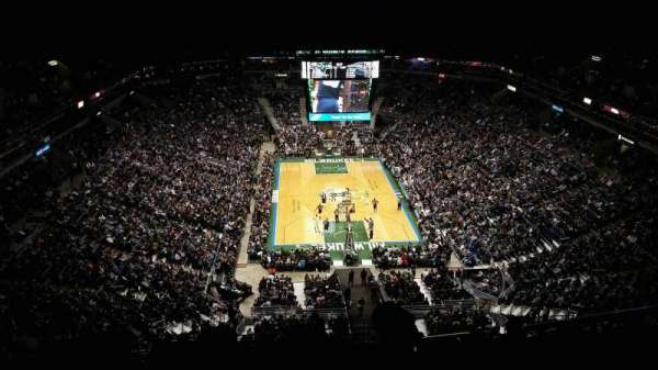 BMO Harris Bradley Center, section: 412, rangée: X, siège: 2