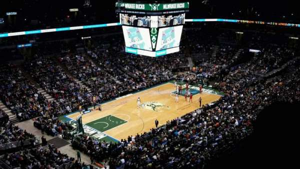 BMO Harris Bradley Center, section: 405, rangée: S, siège: 12