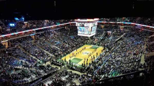 BMO Harris Bradley Center, section: 408, rangée: X, siège: 2