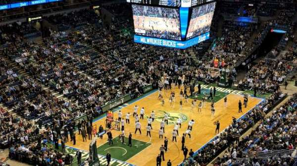 BMO Harris Bradley Center, section: 429, rangée: U, siège: 12