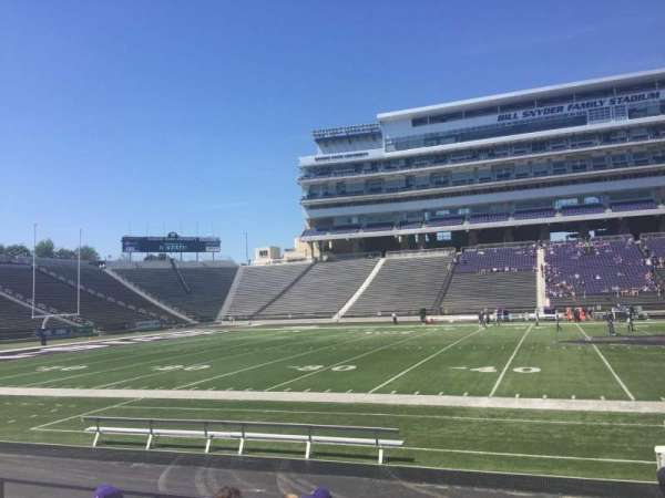 Bill Snyder Family Stadium, section: 24, rangée: 8
