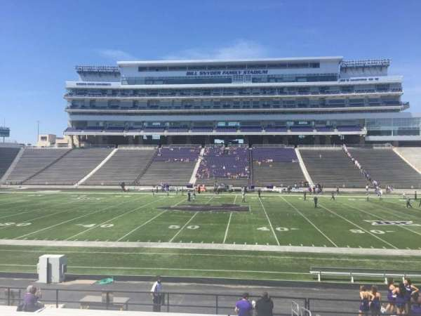 Bill Snyder Family Stadium, section: 24, rangée: 20