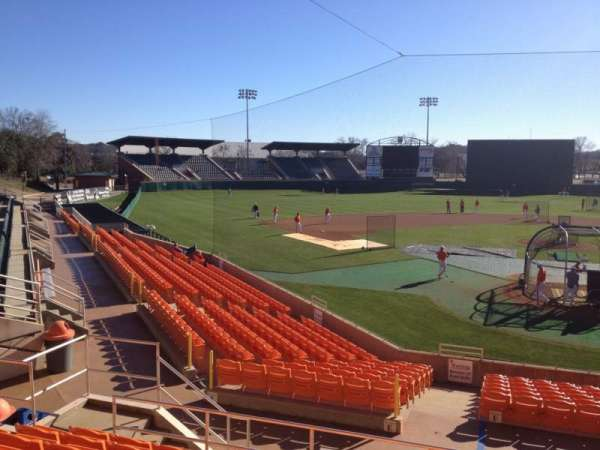 Doug Kingsmore Stadium, section: UF, rangée: H, siège: 16,17,18,19
