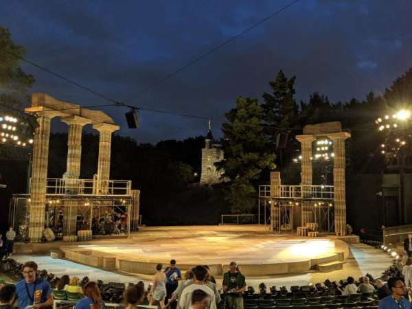 The Delacorte Theater in Central Park, section: L, rangée: L, siège: 708