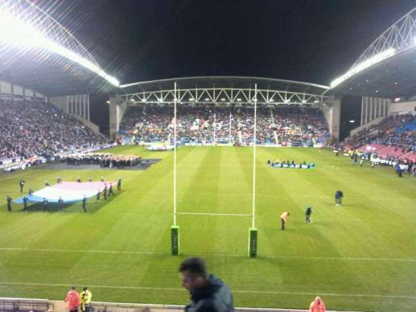 DW Stadium, section: north, rangée: x, siège: 90
