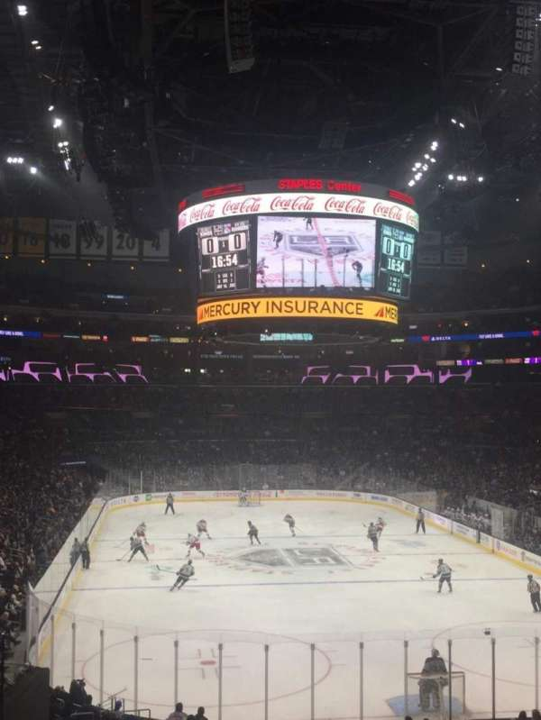 Staples Center, section: 208, rangée: 8, siège: 17