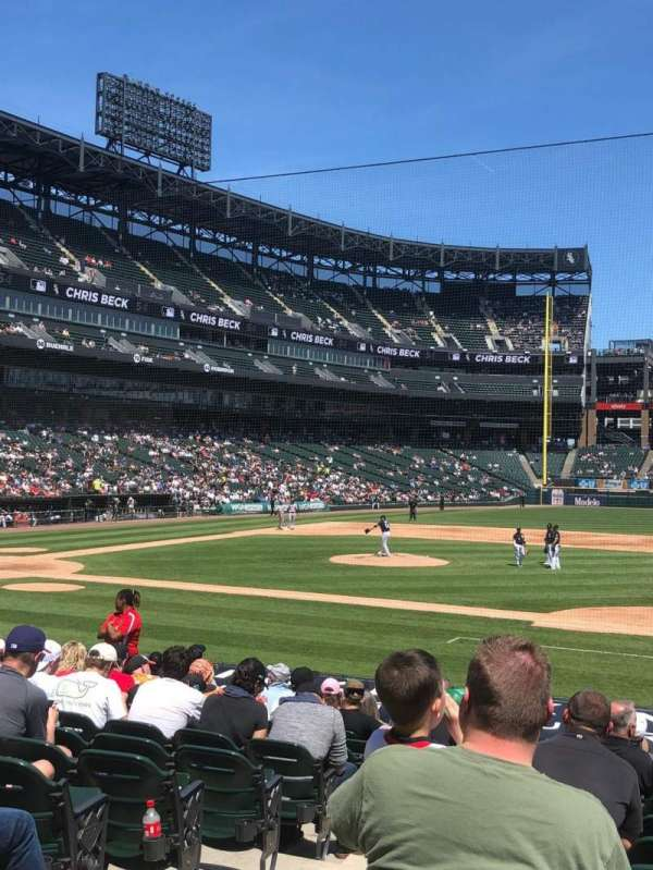 Guaranteed Rate Field, section: 123, rangée: 17, siège: 9
