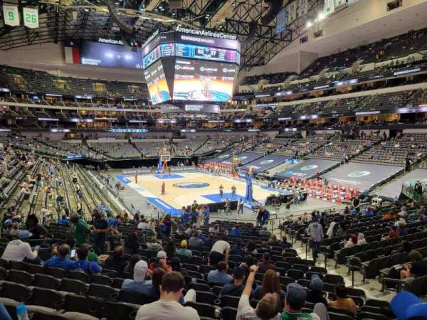 American Airlines Center, section: 102, rangée: ZZ, siège: 1
