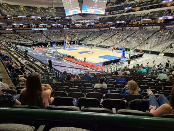 American Airlines Center, section: 115, rangée: ZZ, siège: 7