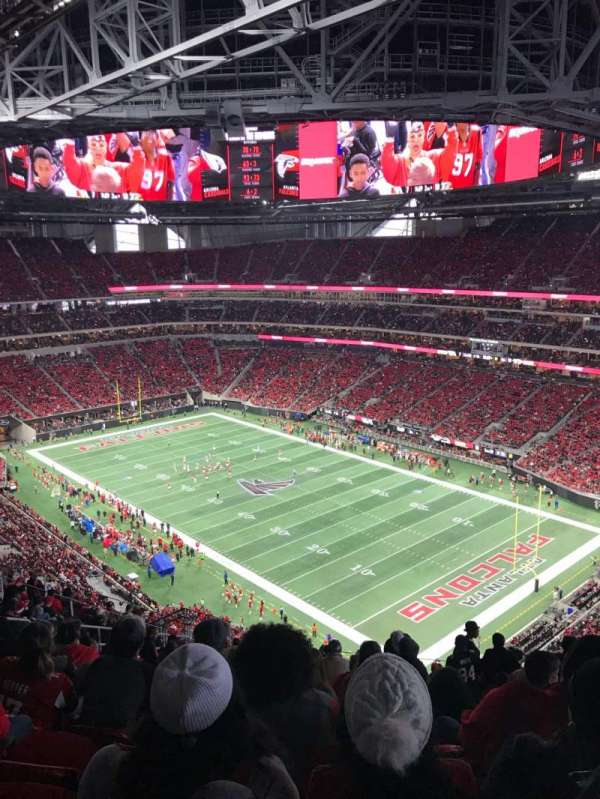 Mercedes-Benz Stadium, section: 304, rangée: 20, siège: 7