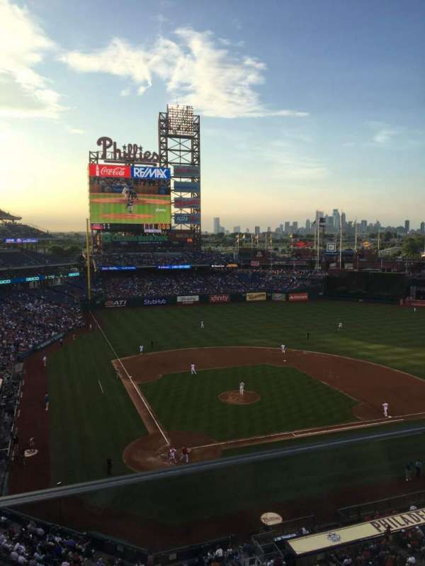 Citizens Bank Park, section: 318, rangée: 1, siège: 6