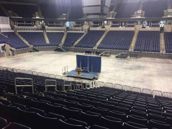 Cintas Center, section: 112, rangée: V, siège: 3