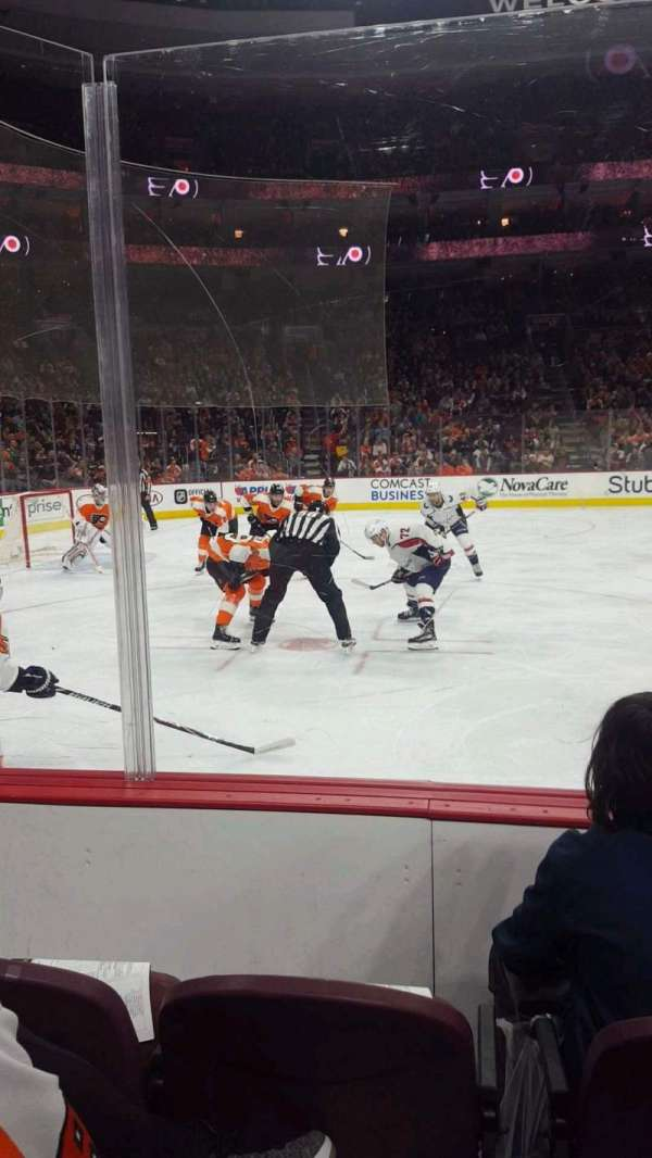 Wells Fargo Center, section: 123, rangée: 3, siège: 9
